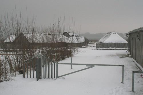 Blick vom Kassenbereich zu den Wikinger Häuser Haithabu 21-12-2009