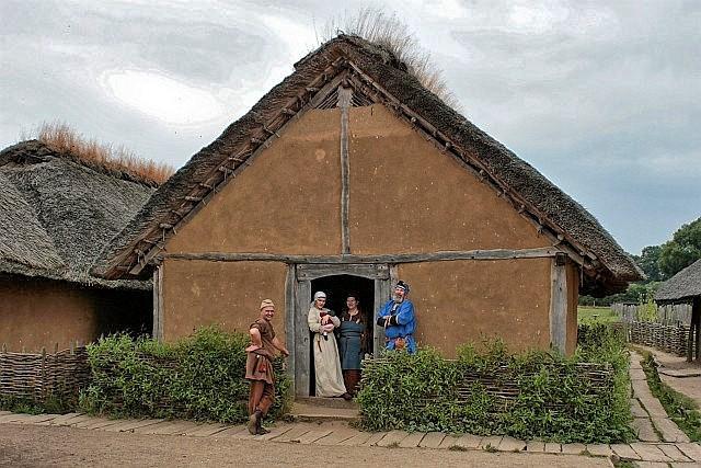 Am Haus des Tuchhändlers in Haithabu - Museumsfreifläche Wikinger Museum Haithabu WHH 31-07-2010