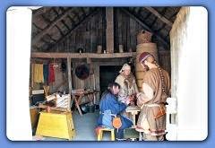 Händlerleben in Haithabu, ob in dem Zelt oder in dem Haus des Tuchhändlers [Nr. 2] - Museumsfreifläche Wikinger Museum Haithabu WHH 08-04-2012