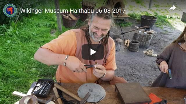 Sven Hopp erstellt ein Armreif - Museumsfreifläche Wikinger Museum Haithabu WHH 06-08-2017